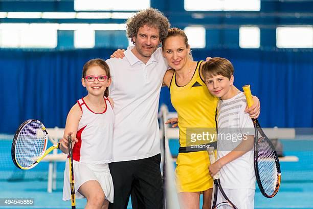 Retrato de uma família jogar ténis