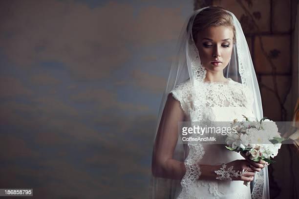 ポートレートのフレッシュでかわいらしい美しい花嫁
