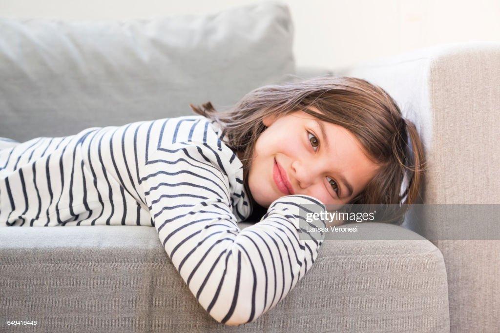 Portrait of a girl lying on sofa : Stock-Foto