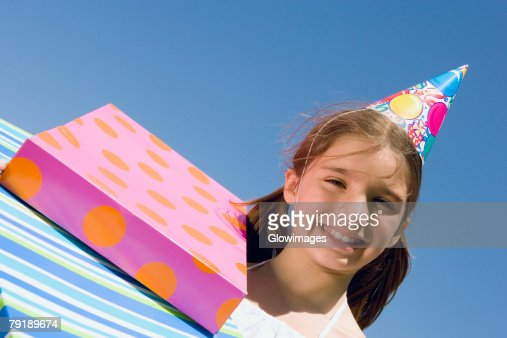 Portrait of a girl smiling with birthday presents : Foto de stock