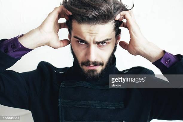 Retrato de hombre atractivo con barba