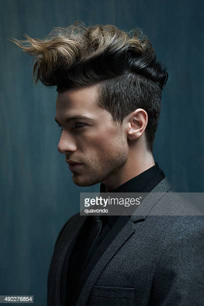 Retrato de un hombre atractivo con ideal para el cabello