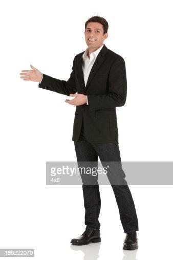 ポートレート、ハッピーなビジネスマン身ぶり