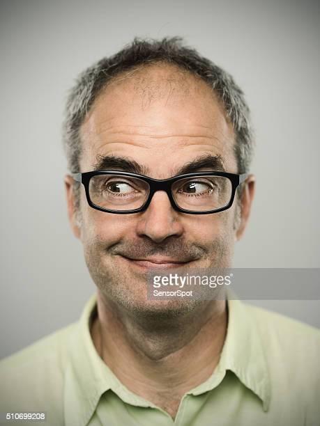 Retrato de un feliz hombre caucásico real