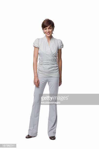 Portrait d'une jeune femme debout