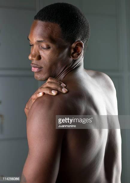 Ritratto di un uomo ti senti un dolore muscolare