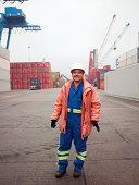 Porträt eines Mannes, der auf einer Versand yard