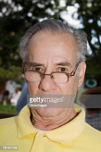 Portrait of a mature man wearing eyeglasses and staring : Foto de stock