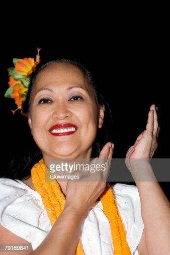 Portrait of a mature woman hula dancing and smiling : Foto de stock