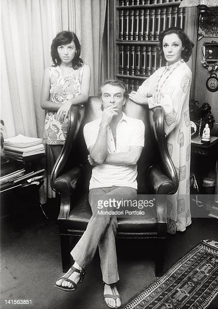 in the centre Giorgio Albertazzi sat down on an armchair next to him the collegue and companion Anna Proclemer and her daughter Antonia Brancati who...