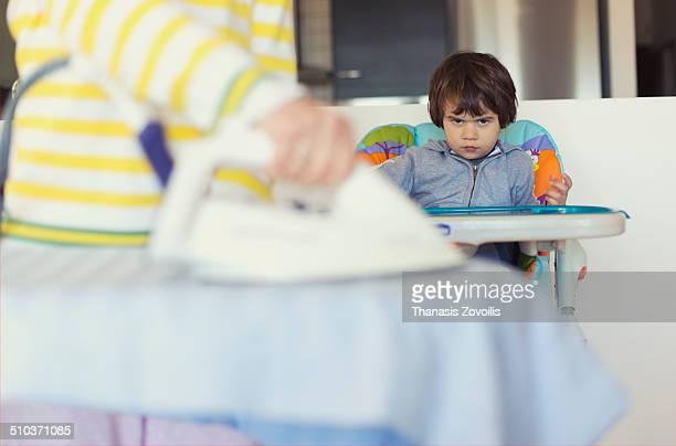 Table repasser photos et images de collection getty images - Petite table a repasser ...