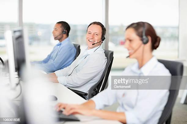Porträt einer lächelnden Geschäftsmann mit headset