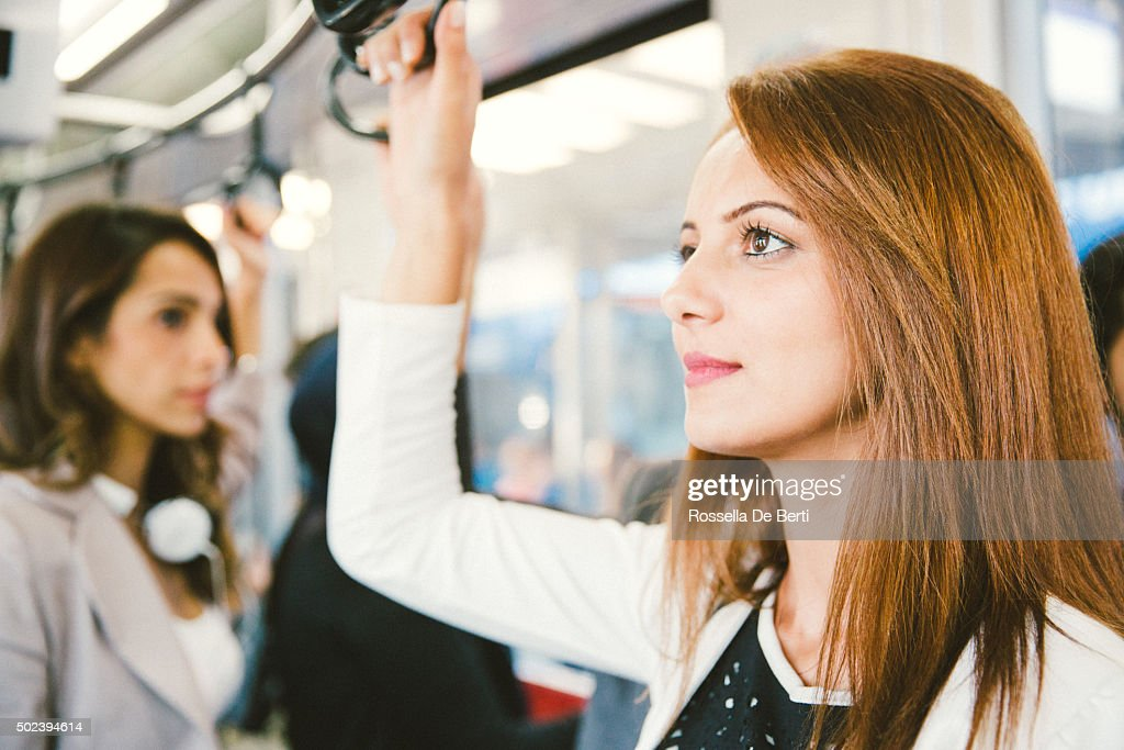 Porträt des erfolgreichen Geschäftsfrau auf dem Bus : Stock-Foto