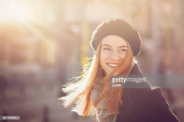 Portrait de femme dans la lumière du soleil