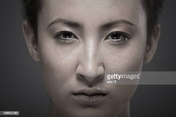 Ritratto di una giovane ragazza asiatica