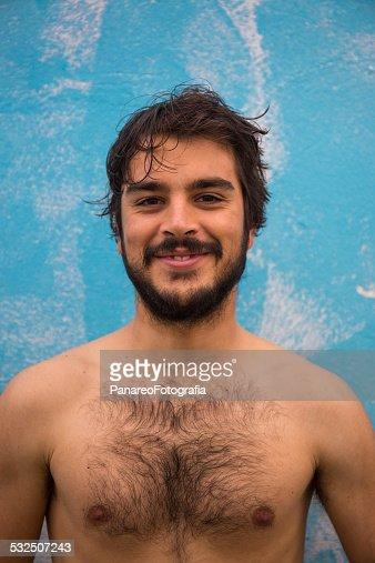 Homme Barbu Nu portrait dun jeune homme barbu torse nu photo   thinkstock