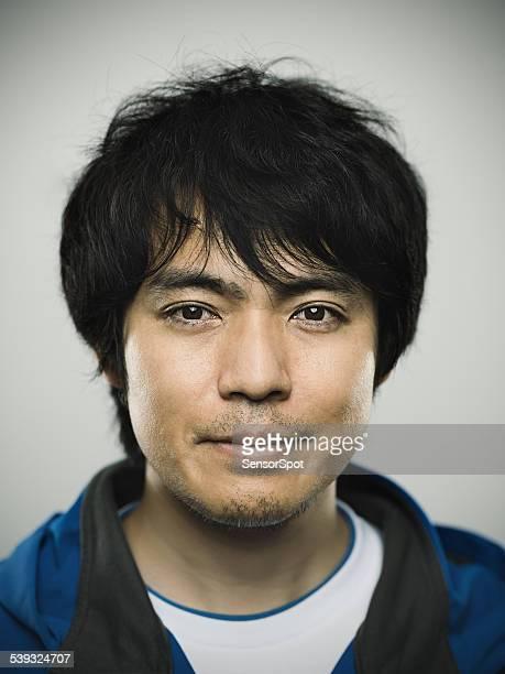 Ritratto di un giovane uomo rivolto verso giapponese