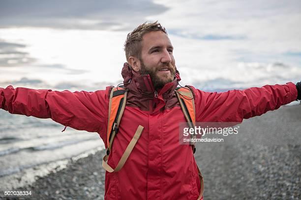 Porträt eines jungen Mannes der Natur