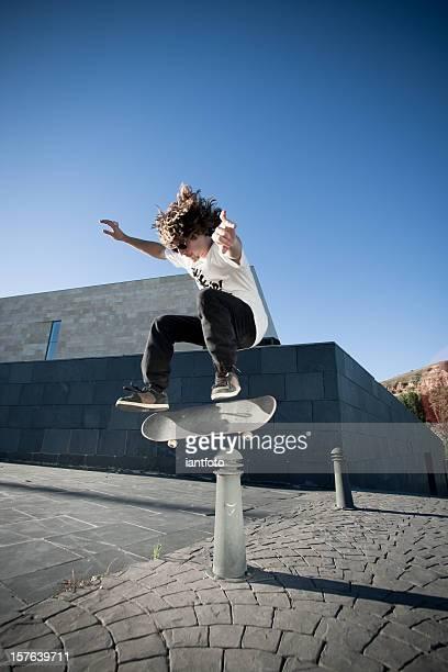 Porträt von eine junge skateboarder.