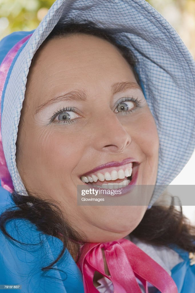 Portrait of a young woman smiling : Foto de stock