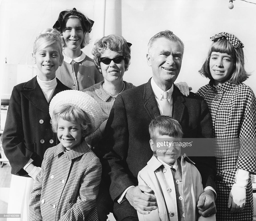 Portrait of actor <a gi-track='captionPersonalityLinkClicked' href=/galleries/search?phrase=Buddy+Ebsen&family=editorial&specificpeople=894081 ng-click='$event.stopPropagation()'>Buddy Ebsen</a>, famous for playing Jed Clampett, with his family (L-R) Bonnie, Kiki, Cathy, wife Nancy, Dusty and Susie Anna, after they arrived in Britain, June 13th 1964.