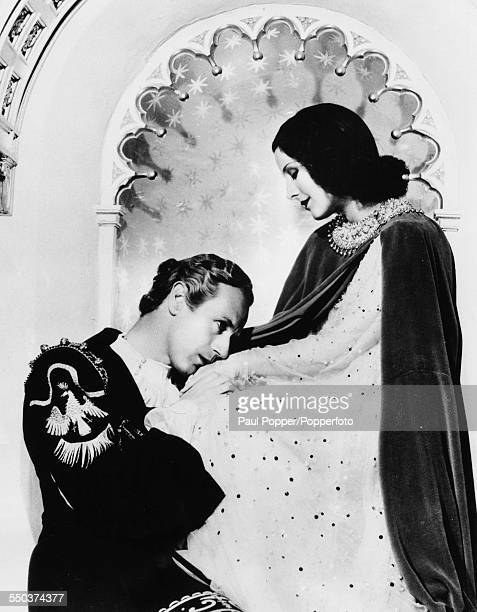 Portrait of actors Leslie Howard as Romeo and Norma Shearer as they appear in the film 'Romeo and Juliet' 1936