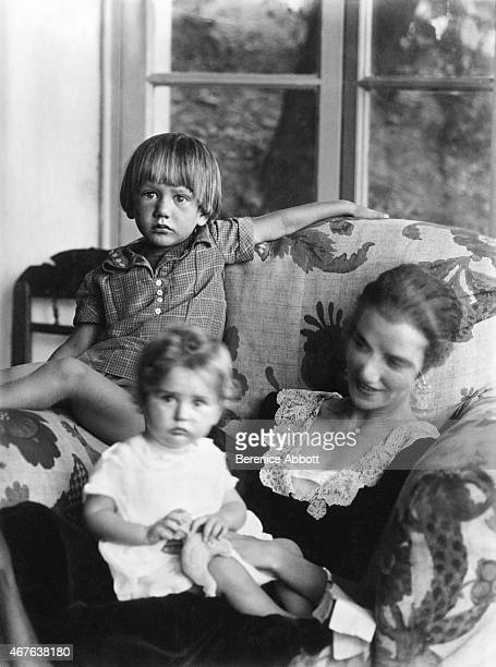 Portrait of American art collector and socialite Peggy Guggenheim with her children Sindbad Vail and Pegeen Vail in 1926