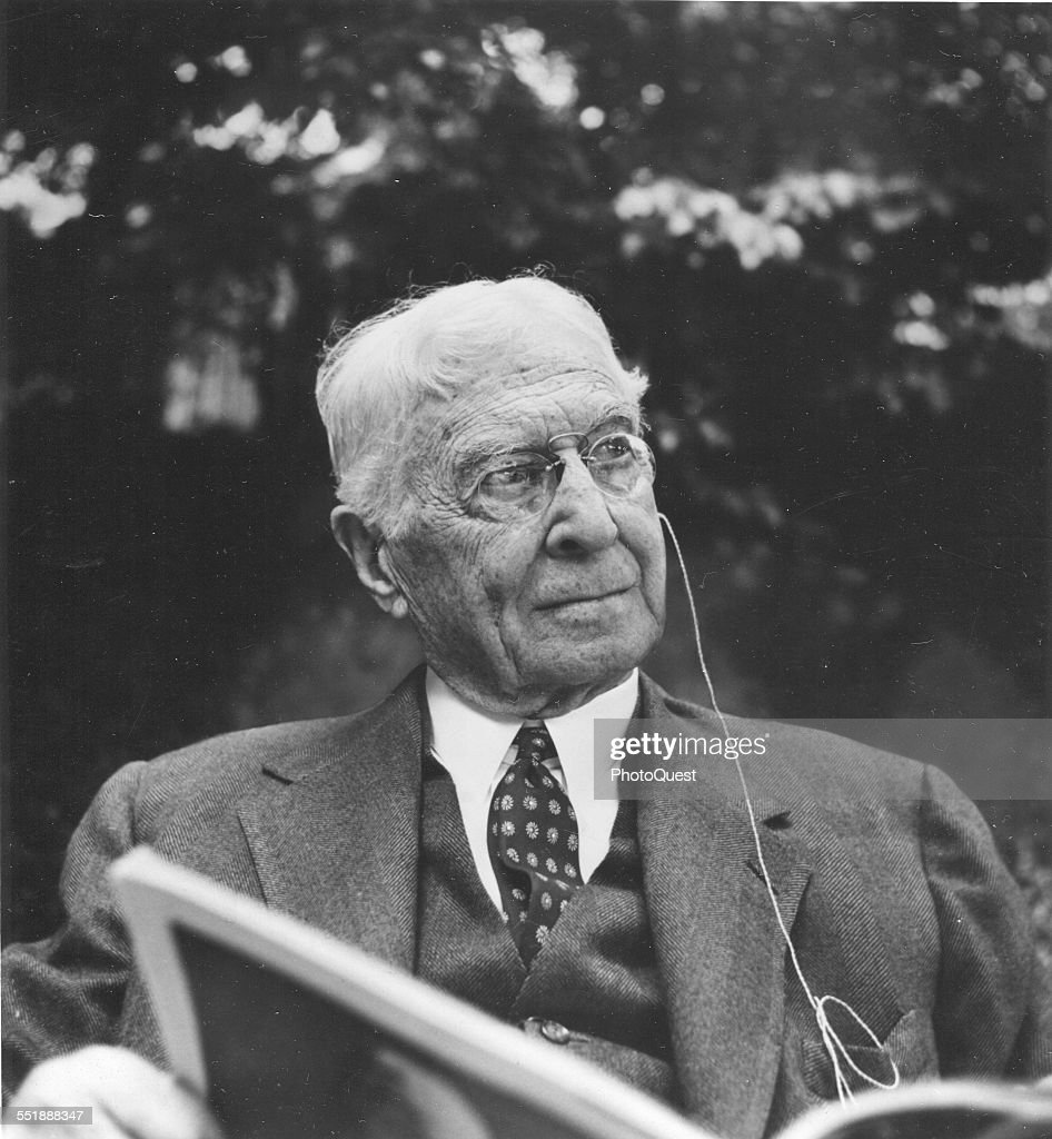 Portrait of American financier <a gi-track='captionPersonalityLinkClicked' href=/galleries/search?phrase=Bernard+Baruch&family=editorial&specificpeople=215235 ng-click='$event.stopPropagation()'>Bernard Baruch</a> (1870 - 1965) as he reads outside, 1960.