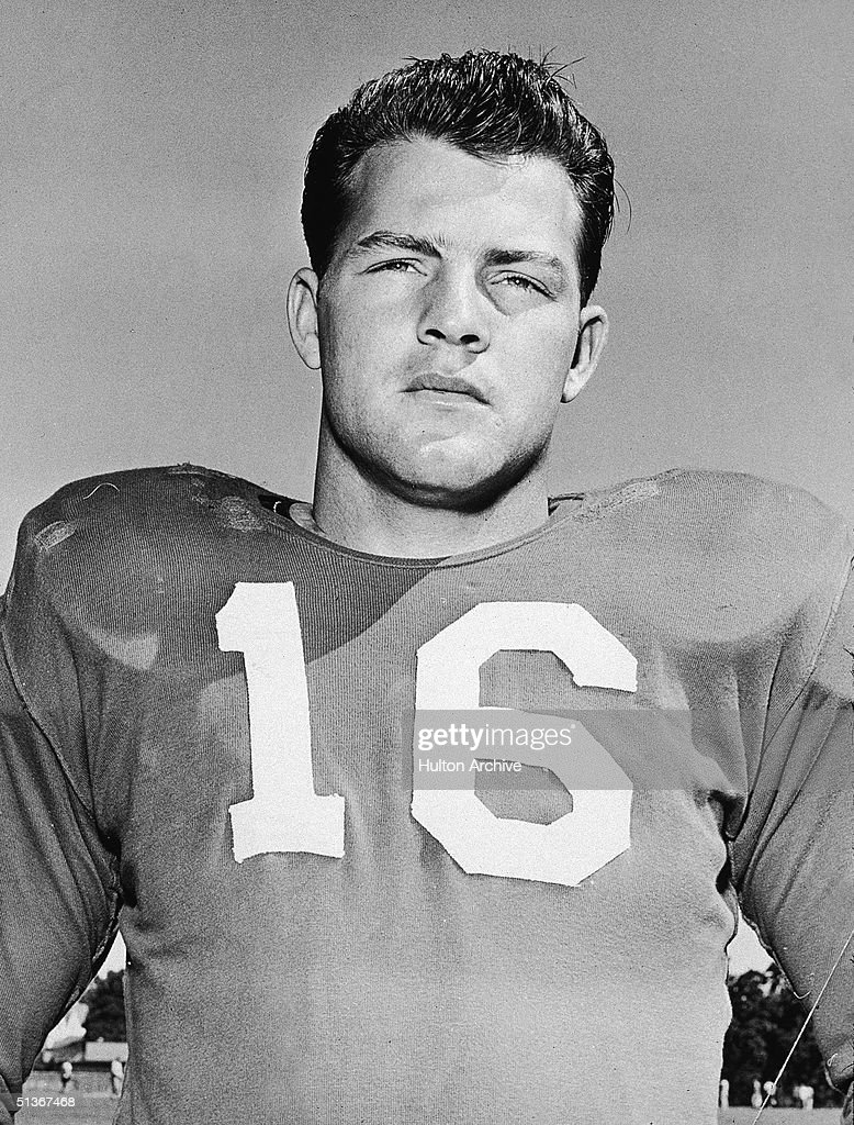 Portrait of American football runningback and television personality <a gi-track='captionPersonalityLinkClicked' href=/galleries/search?phrase=Frank+Gifford&family=editorial&specificpeople=214258 ng-click='$event.stopPropagation()'>Frank Gifford</a> #16 of the New York Giants, 1950s.