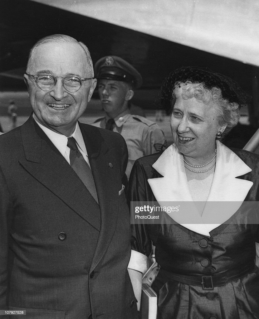 Portrait of American President Harry S. Truman (1884 - 1972) and his wife <a gi-track='captionPersonalityLinkClicked' href=/galleries/search?phrase=Bess+Truman&family=editorial&specificpeople=93132 ng-click='$event.stopPropagation()'>Bess Truman</a> (1885 - 1982), summer 1952.