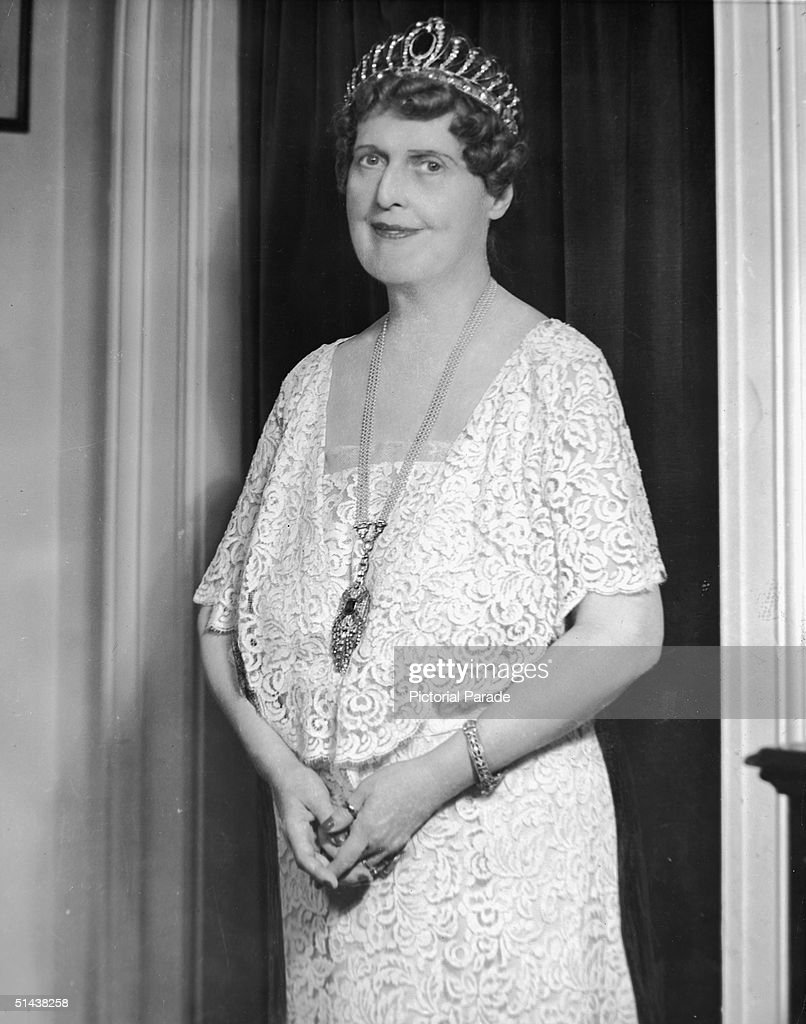 Portrait of American soprano vocalist <a gi-track='captionPersonalityLinkClicked' href=/galleries/search?phrase=Florence+Foster+Jenkins&family=editorial&specificpeople=2002199 ng-click='$event.stopPropagation()'>Florence Foster Jenkins</a> (1868 - 1944), known (and loved) primarily for her lack almost complete lack of skill, 1920s.