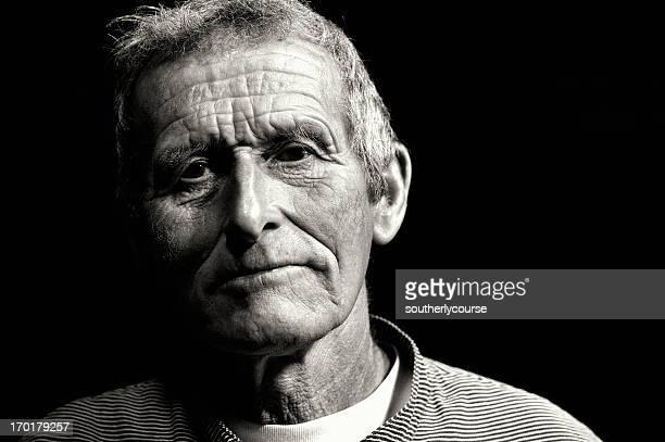 Portrait eines alten Schweizer Dairy Farmers in traditioneller Kleidung