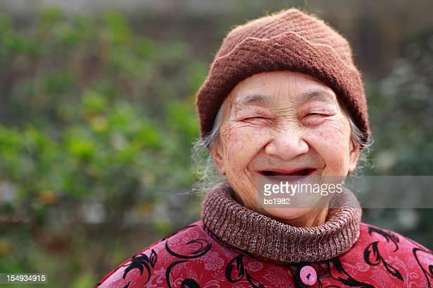 portrait de sourire de Grand-mère asiatique