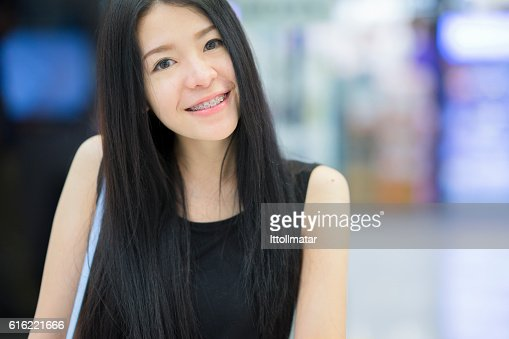 Portrait of asian woman smiling to the camera : ストックフォト