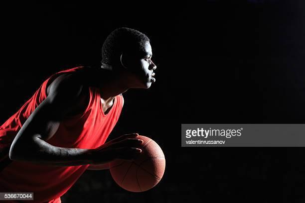 Dribbeln Porträt von Basketball Spieler