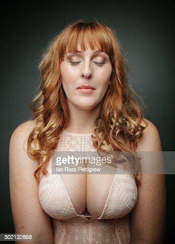 Naked Buxom women