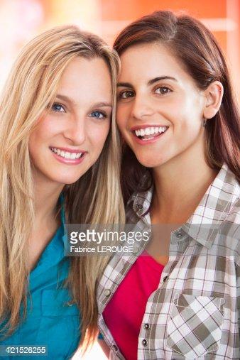 Portrait of beautiful female friends smiling : Stock Photo