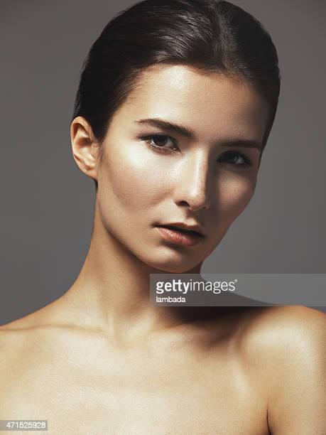 Portrait d'une belle femme naturelle
