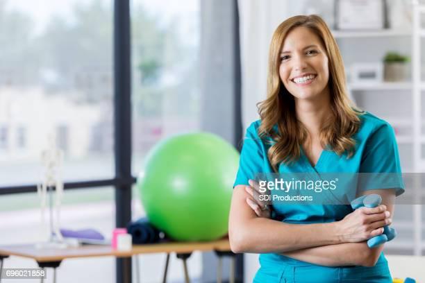 Portret van mooie fysiotherapeut