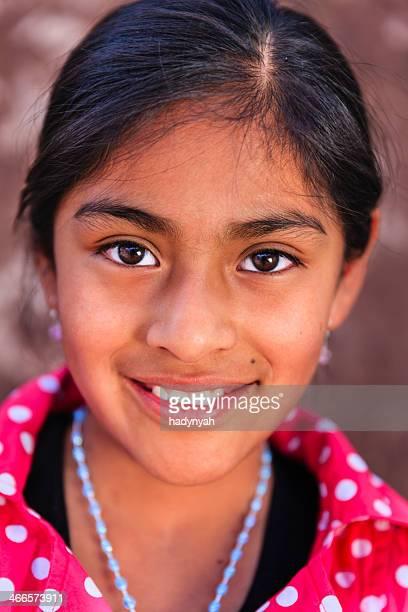 Retrato da beleza de menina Peruana de Pisac, o vale sagrado