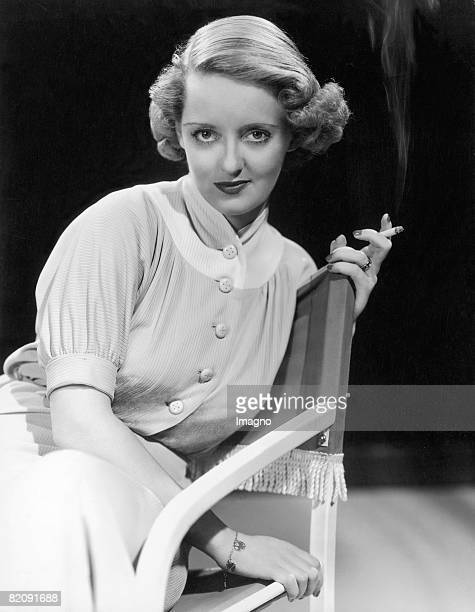 Portrait of Bette Davis American actress Photography Around 1930 [Portraitaufnahme von Bette Davis amerikanische Schauspielerin Photographie Um 1930]