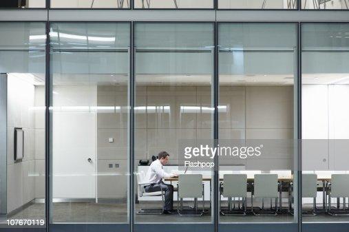 Portrait of business man working late : Foto de stock