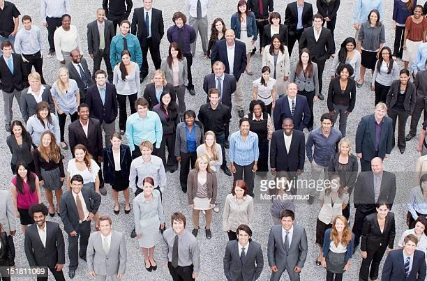 Porträt von Geschäftsleuten in crowd