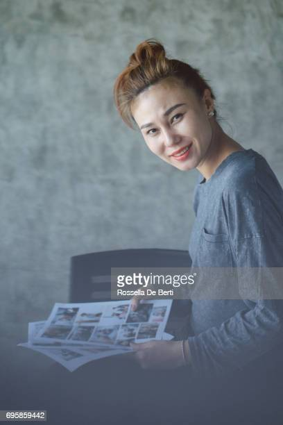 Porträt der selbstbewusste und kreative Geschäftsfrau im Büro
