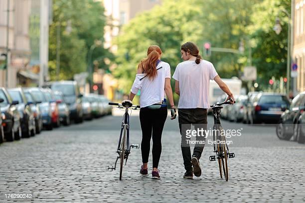 Porträt eines umweltfreundlichen Paar mit Fahrräder