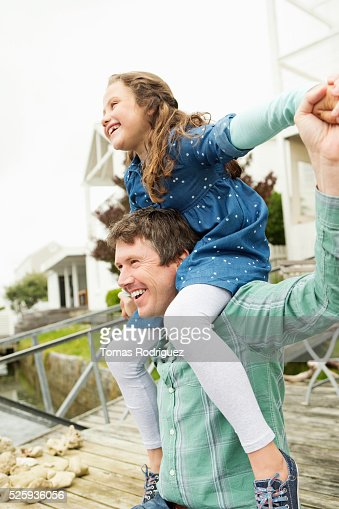 Portrait of father giving daughter (6-7) piggyback ride : Stock-Foto