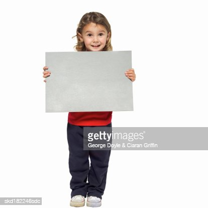 Portrait of girl (4-5) holding blank card : ストックフォト