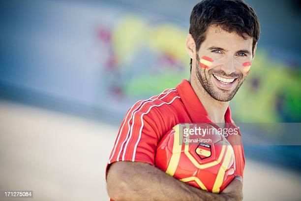 ハンサムな男性のポートレート、スペインのサッカーファン