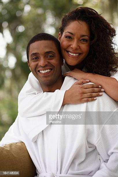 Portrait de l'heureux couple afro-américain