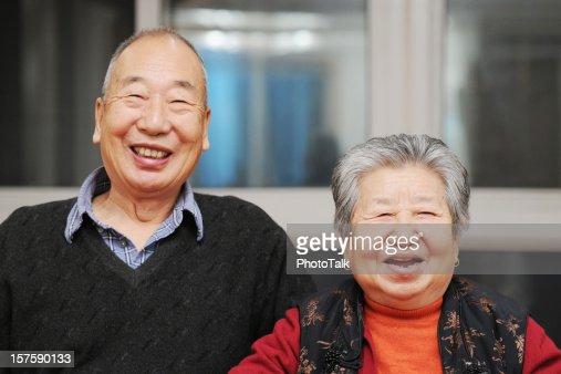 Retrato de feliz asiático Casal Idoso : Foto de stock